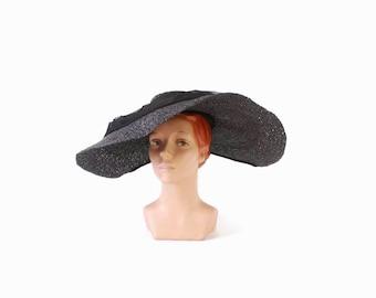 Vintage 50s BLACK HAT / Dramatic 1950s Wide Brim Glossy Black Straw Sun Hat