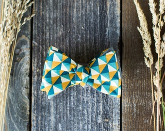 Geometric Patterned Bowtie // Reversible Bowtie // Gray Linen // Blue Yellow and Teal Triangles Bowtie // Mens Bowtie