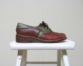 Vintage 1970s Shoes / 70s Two-Tone Leather Wedge Oxfords 8B / Deadstock