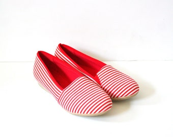 Vintage red striped crochet flats // vintage flats // summer sandals // summer flats // crochet shoes //  kicks lace sandals // lace flats