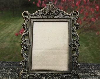 Metal Frame Gothic Square Frame
