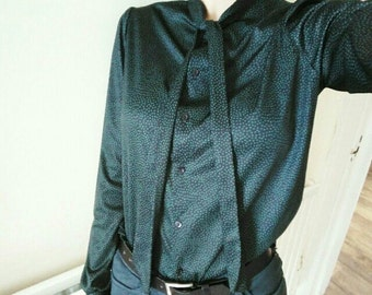 Beautiful Vintage Butte Knit Speckled Black & Dark Green Tie Neck Blouse 70's