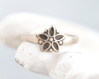 Daisy Sterling Silver Ring - Antique Art Deco Flower Ring - Size 5.5