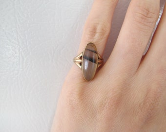 Late Victorian 10k Rosy Gold Striped Agate Navette Shaped Statement Ring