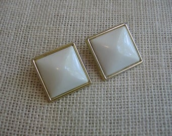 "Vintage White Earrings / Clip On Earrings / Large Square Earrings / Retro Mod Jewelry / 1 1/4"" Square Plastic Earrings / Jewelry Accessory"