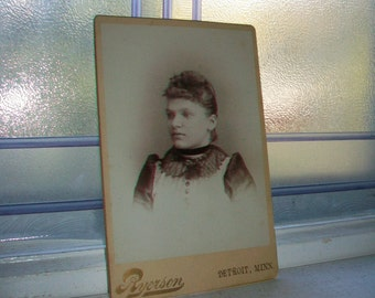 Antique Cabinet Card Photograph Beautiful Young Victorian Woman