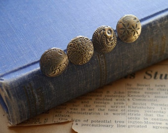 8 pcs Assorted Set of Beautiful Antique Brass Buttons 17mm (BB2895)
