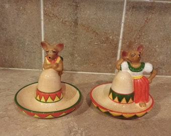 Vintage Mexican Hat salt and pepper shakers  with  Mr and Mrs Chiwawa made by clay art