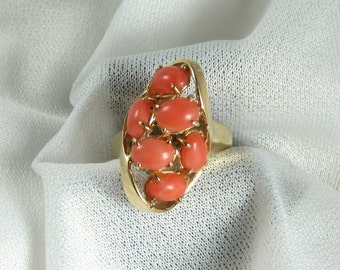 Coral Ring; Vintage Coral Ring; Yellow Gold Coral Ring; Estate Coral Ring; Oval Cabochon Coral Ring; Coral