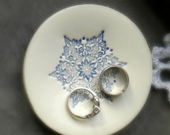 Ceramic Ring Holder Blue Snowflake Ring Dish Icy Round Plate White Pottery