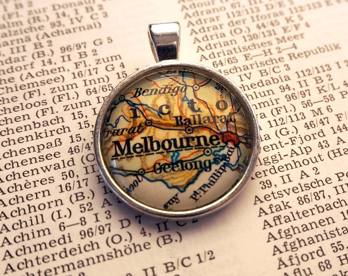 NECKLACE or KEYCHAIN, Australia, Melbourne, Map-Pendant, Cabochon, Glass, Atlas, Vintage, Jewlery