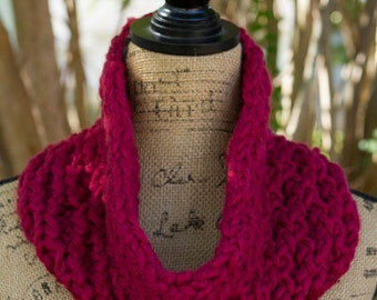 IN STOCK - Ready to Ship! / Honeycomb Cowl in Raspberry