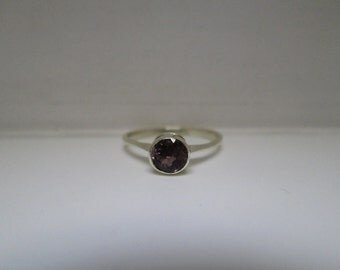 Lovely Vintage Tourmaline Ring in 14K White Gold: Size 3.5
