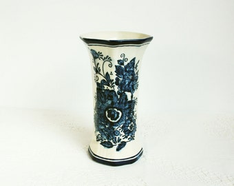 Vintage Old Vase Blue and white