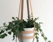 Modern hanging planter nude leather, ceiling planter, minimalist plant hanger, vegetable tanned leather including white ceramic pot