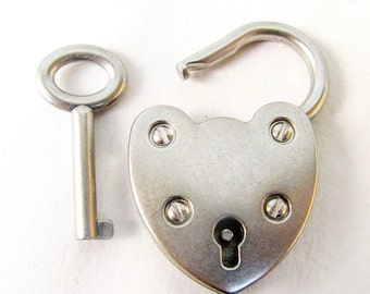 Working Padlock with Key *BULK DISCOUNT* Heart shaped  Antique silver lock/ xl clasp or pendant. Bulk  jewelry supplies findings m104