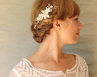 White Floral Bridal Hair Comb Accessory. Bridal Hair Accessory. Wedding Hair Comb. Veil Alternative Hair Comb
