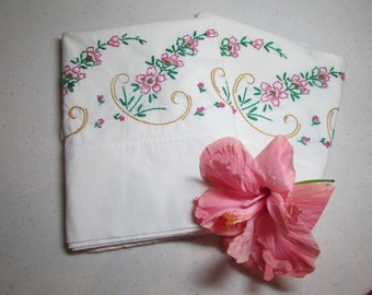 PAIR of vintage Hand Embroidered  FIELDCREST Duracale PILLOWCASES pc-100