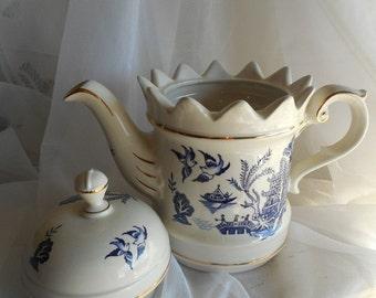 Vintage Crown Dorset Tea Pot // Staffordshire Fine Ceramics England // Blue Willow