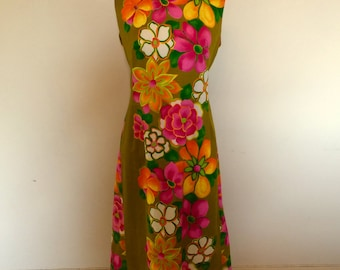 Vintage 1960' large floral/tropical print maxi dress with beautiful pleated train