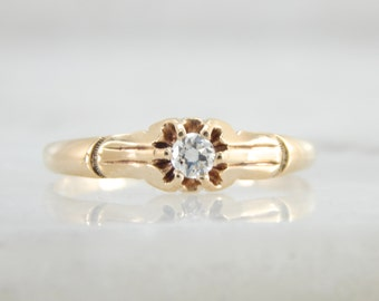 An Antique Engagement, Victorian Diamond Engagement Ring in Gold P5UVF0-N