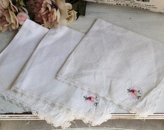 Vintage White Linen Napkins Set of Three / 3 Napkins / Floral Embroidery Napkin Set / Needlepoint Cross Stitch