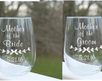 wedding wine glasses, mother of the bride, mother of the groom, stemless wine glasses, wine glass, stemless wine glasses, Set of 2