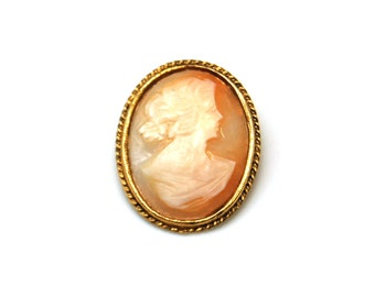 Vintage Cameo Brooch Carved Shell Matron Pin Brooch E277