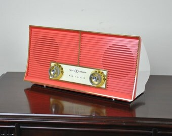 Antique 1960 Philco AM Radio Model J-846-124 Plays And Looks Great.  FREE Shipping!