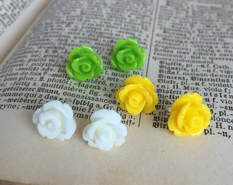 Flower Earring Set with White, Yellow and Green Roses