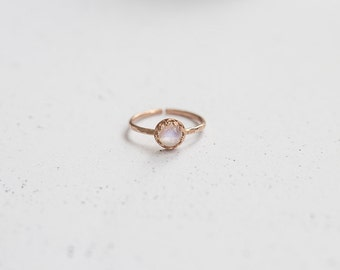 Rosegold Hammered Moonstone Stacking Ring