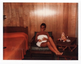 Vintage Snapshot Photo ~ tan 1960's towel girl ~ Hotel Room