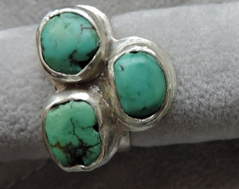 Sterling silver ring with gemstones: Turquoise.