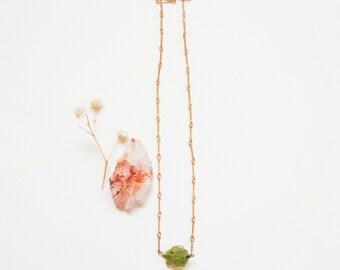 Minimalist Peridot Gold Necklace, Raw Peridot Necklace, 14k Gold Necklace, August Birthstone Necklace