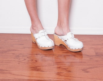 Vintage 90s White Leather Clogs \\ White Leather Sandals \\ Wooden Clogs \\ Leather Mules 7 \\ Boho Shoes \\ Wooden Clogs \\ Mules Shoes