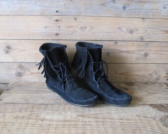 Vintage Minnetonka Black suede leather fringes laced booties boots US 6 / 6.5