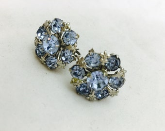 Vintage Periwinkle Blue Rhinestone Fleur de Lis Screw Back Earrings