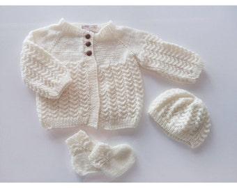Hand knitted 100 % wool newborn 0-6 mo sweater,