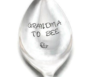 Stamped Spoon, Grandma To Be , Engraved Silverware Gift for Grandma, Personalized Funny Flatware,  Pregnancy Announcement Ideas, Bee Stamp
