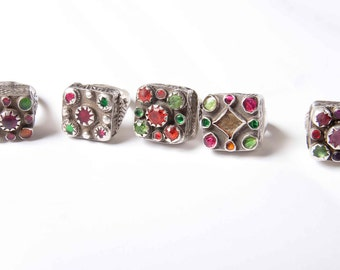 Lovely multicoloured glass Pashtun silver ring from Pakistan/Afghanistan