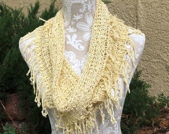 Fringe Benefits Cowl -- a loom knit pattern