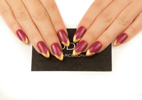 Rouge foncé avec or conseils ongles fait avec Gel UV, faux ongles, automne presse