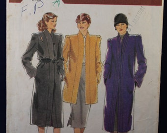 Sewing Pattern for a Woman's Coat in Size 12 Style 2814