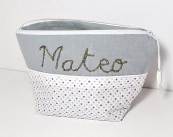 Trousse toilette prénom bébé enfant à personnaliser avec broderie prénom fait-main, tissu lin gris/ tissu à pois gris blanc