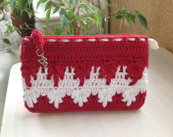 Small bag with crochet cover