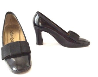 Yves Saint Laurent women shoes . vintage shoes . Leather black patent and ribbons shoes . 1980 women shoes .