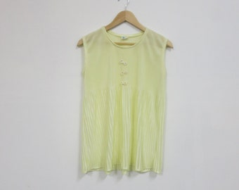 1960's Pale Yellow Pleated 2 pc Pajama Set, SM