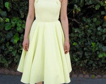 1950s dress / 50s dress / pinup dress / full skirted dress / bridesmaid dress / midi dress/ retro dress