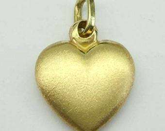 14Kt Gold Satin Finish Puffy Heart Pendant Charm 1.7 Grams