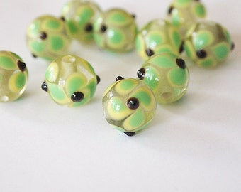 8 Lampwork Beads Round Glass Green Yellow Pansy Floral Size 12mm Hole 2.5mm